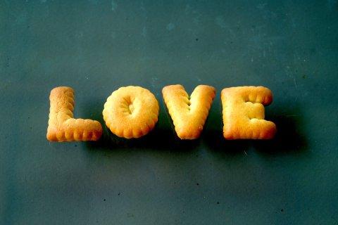 Schriftzug Love gebacken