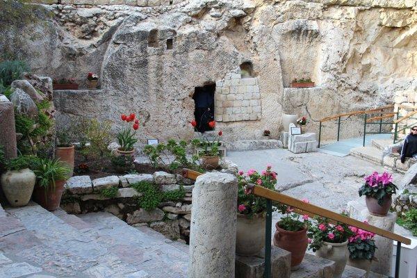 Das Grab im Garten